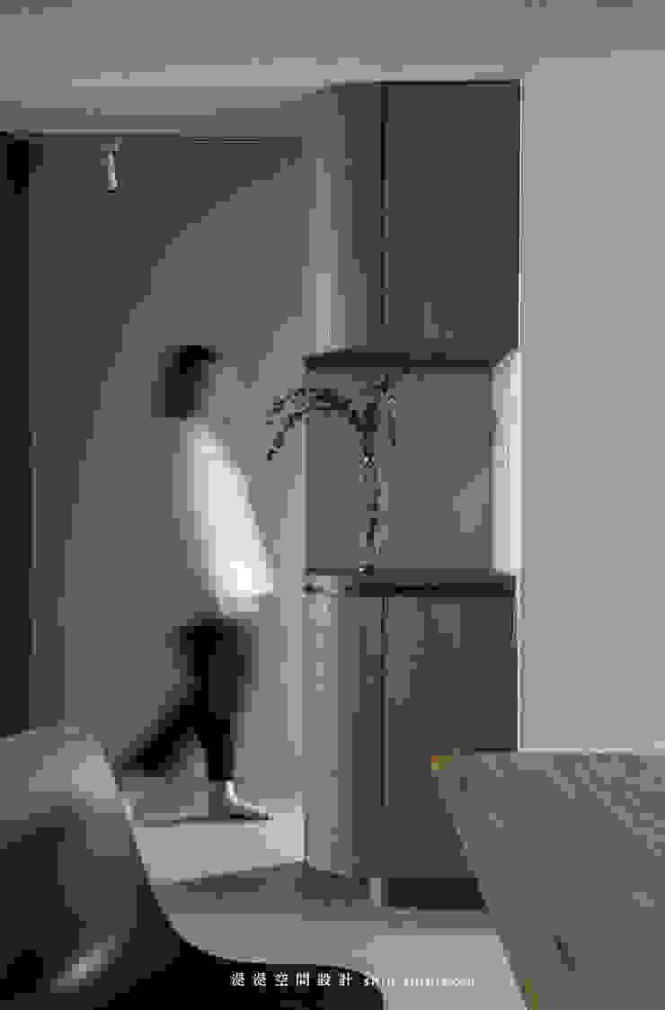 cupboard 現代風玄關、走廊與階梯 根據 湜湜空間設計 現代風