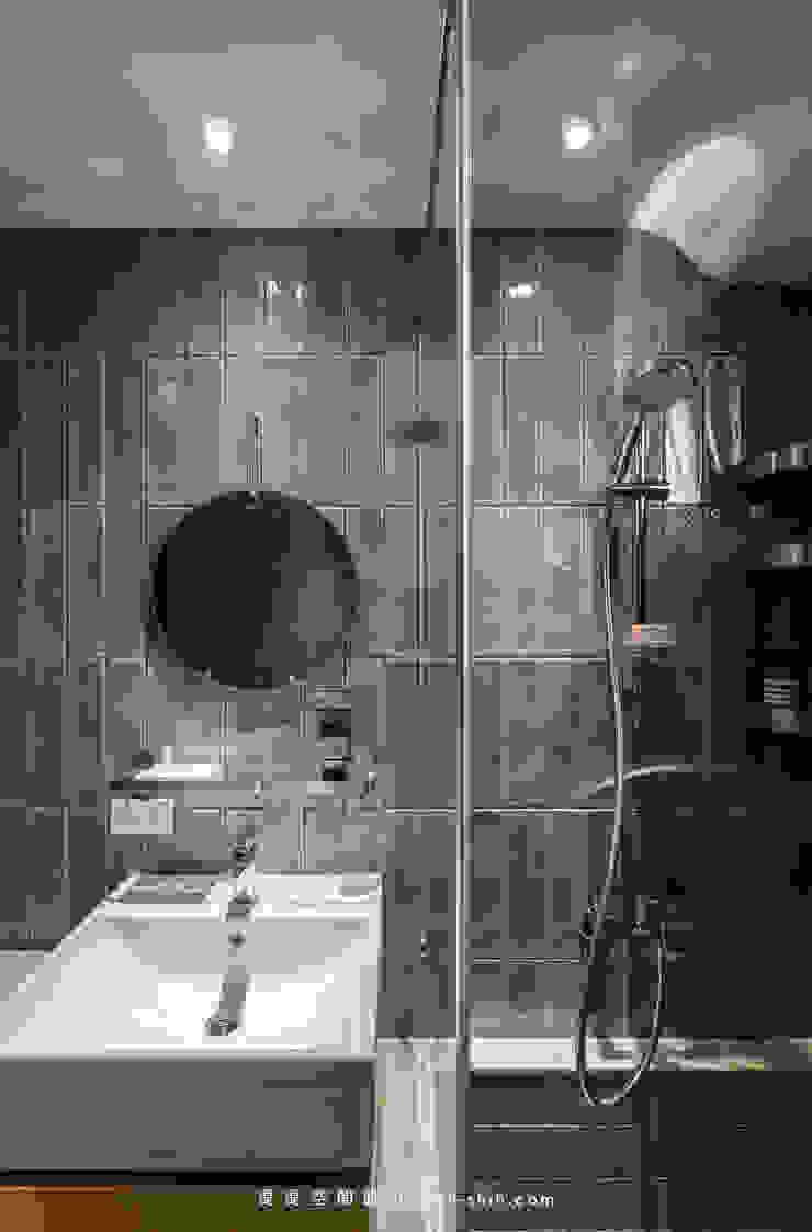 Bathroom 現代浴室設計點子、靈感&圖片 根據 湜湜空間設計 現代風
