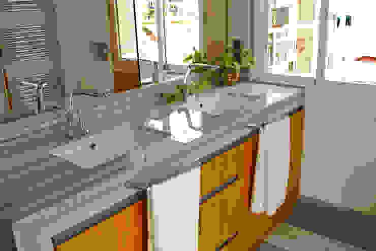MANUEL TORRES DESIGN Eclectic style bathroom Marble Grey