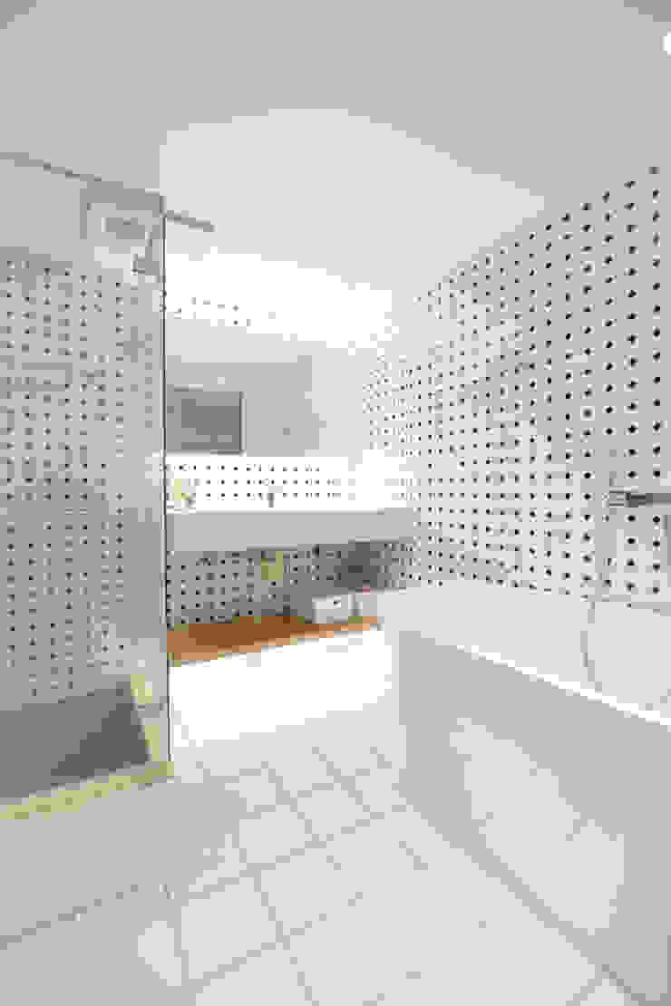 思樂冰的家 現代浴室設計點子、靈感&圖片 根據 八寶空間美學| BABODESIGN 現代風