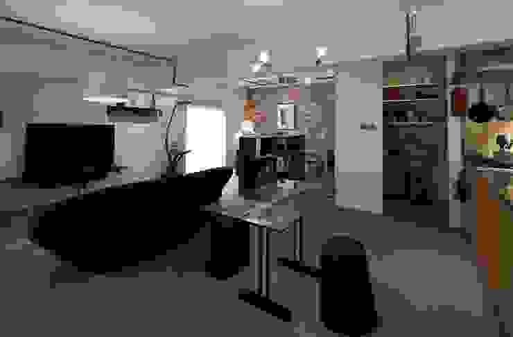 studio m+ by masato fujii Moderne Wohnzimmer