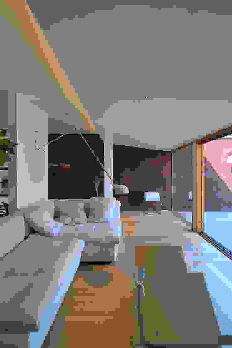 studio m+ by masato fujii Sala multimediale in stile asiatico