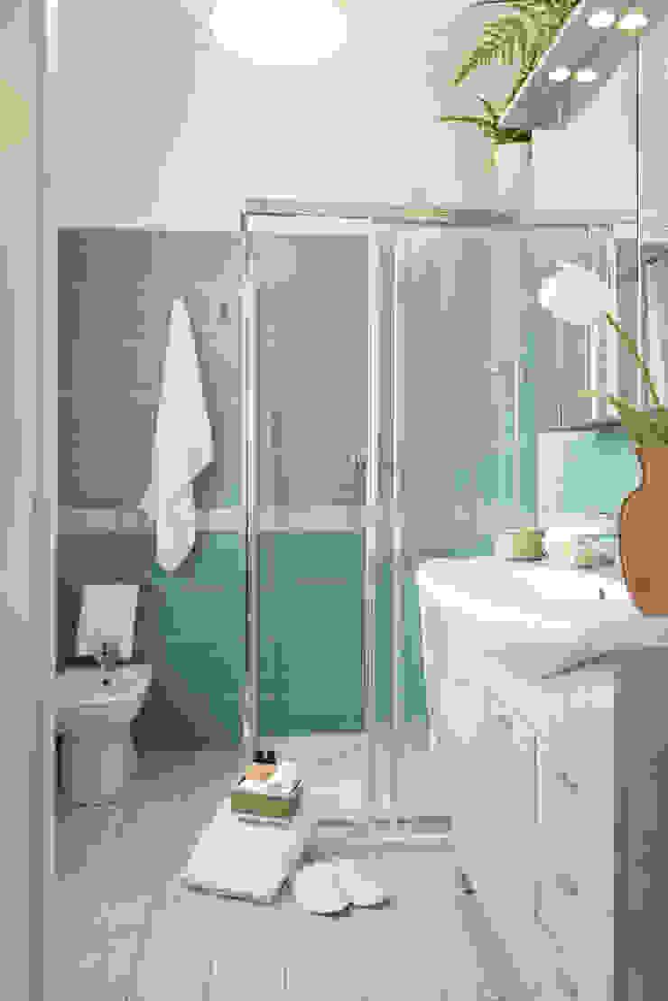 Bagno in camera Bagno moderno di LM PROGETTI Moderno