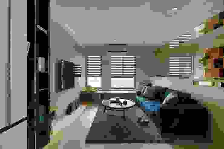 寵物與小孩的療癒居家 现代客厅設計點子、靈感 & 圖片 根據 微自然室內裝修設計有限公司 現代風