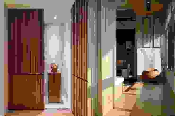 Pasillos, vestíbulos y escaleras asiáticos de 微自然室內裝修設計有限公司 Asiático