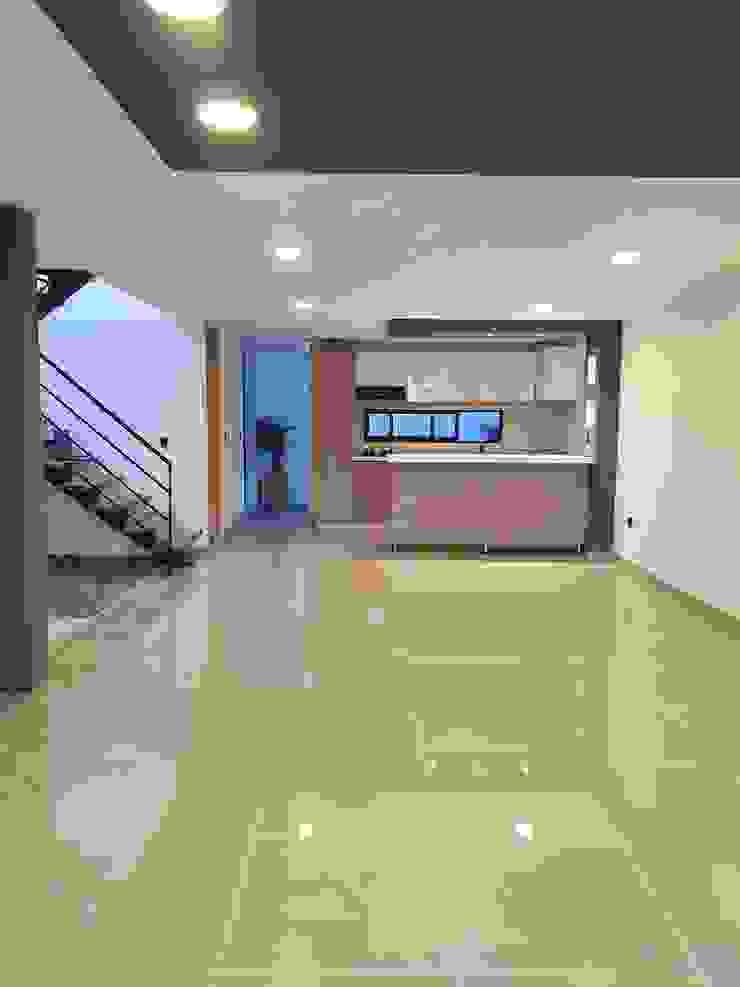 Interior primer piso Cocinas modernas de Hausni Arquitectura Moderno