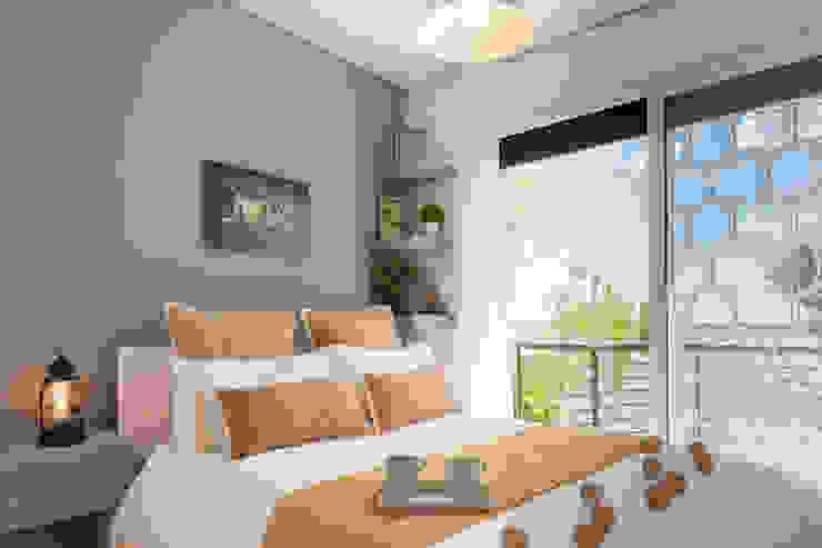 Dormitorio con vistas Dormitorios de estilo mediterráneo de Lala Decor HomeStaging & Reformas Integrales de pisos Mediterráneo
