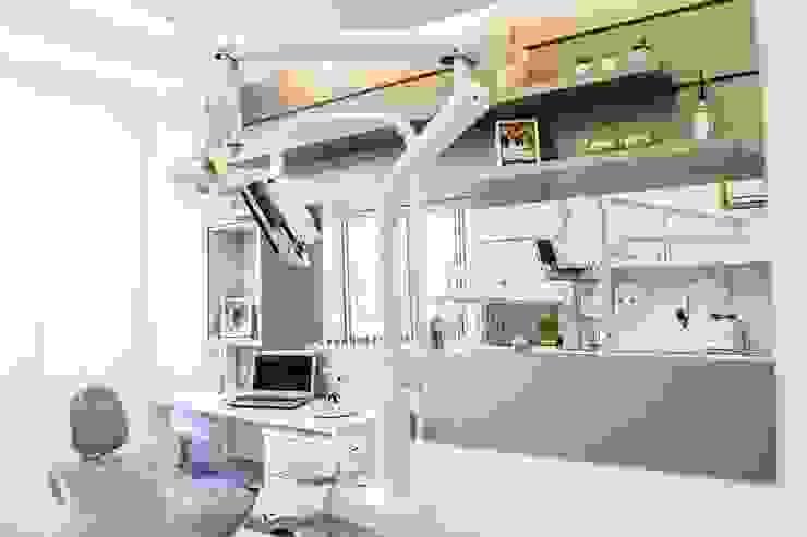 Consultório dentário Clínicas minimalistas por FLAVIA CAMPOS INTERIORES /FCPR construções Minimalista