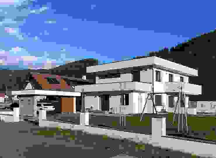 Südwestfassade von archipur Architekten aus Wien Modern Ziegel