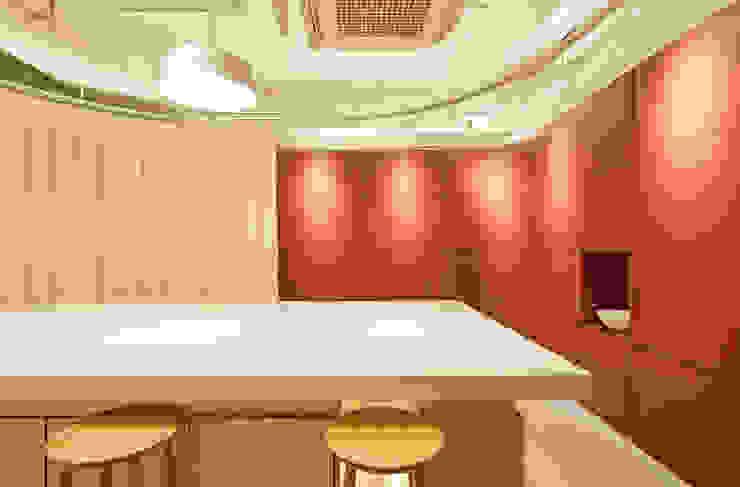 BAKING STUDIO MONIQUE 모던스타일 다이닝 룸 by 원더러스트 모던