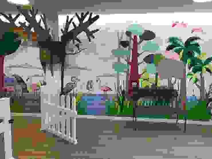Decoración de recepción Escuelas de estilo moderno de A interiorismo by Maria Andes Moderno Compuestos de madera y plástico