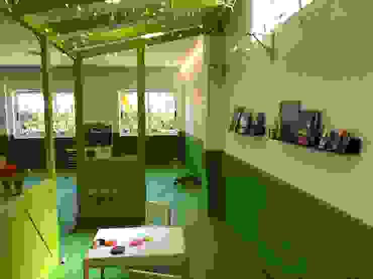 Diseño Interior de Área Infantil Escuelas de estilo moderno de A interiorismo by Maria Andes Moderno Compuestos de madera y plástico