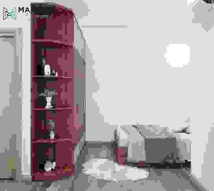 Sàn gỗ sáng màu đối lập với màu nâu sậm của nội thất phòng bởi Công ty TNHH Nội Thất Mạnh Hệ Hiện đại