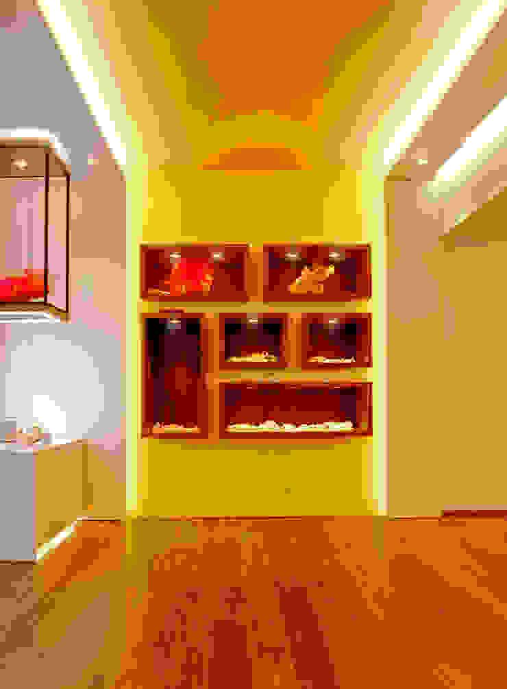 Tradición y calidad son los conceptos que se plasman en forma de materiales nobles Oficinas y comercios de estilo ecléctico de MANUEL TORRES DESIGN Ecléctico