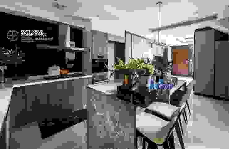 方寸之韻 現代廚房設計點子、靈感&圖片 根據 築本國際設計有限公司 現代風