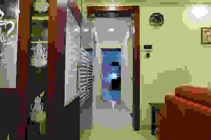 Hall Way Modern corridor, hallway & stairs by Magnon India Modern