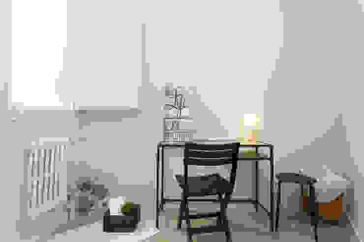 Escritorio Lala Decor HomeStaging & Reformas Integrales de pisos Estudios y despachos de estilo escandinavo Negro