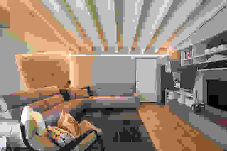 Casa Amadei Soggiorno moderno di Legnocamuna Case Moderno