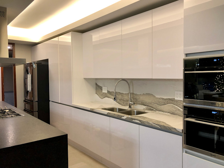 Alejandra Zavala P. Kitchen units Quartz White