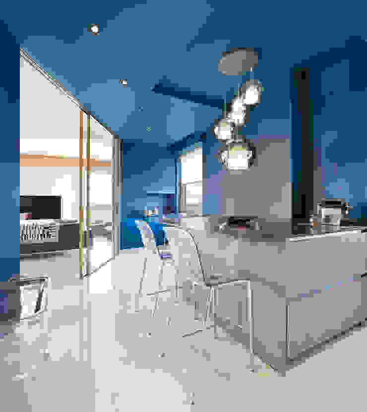 CASA C&C Cucina moderna di Andrea Orioli Moderno Legno Effetto legno