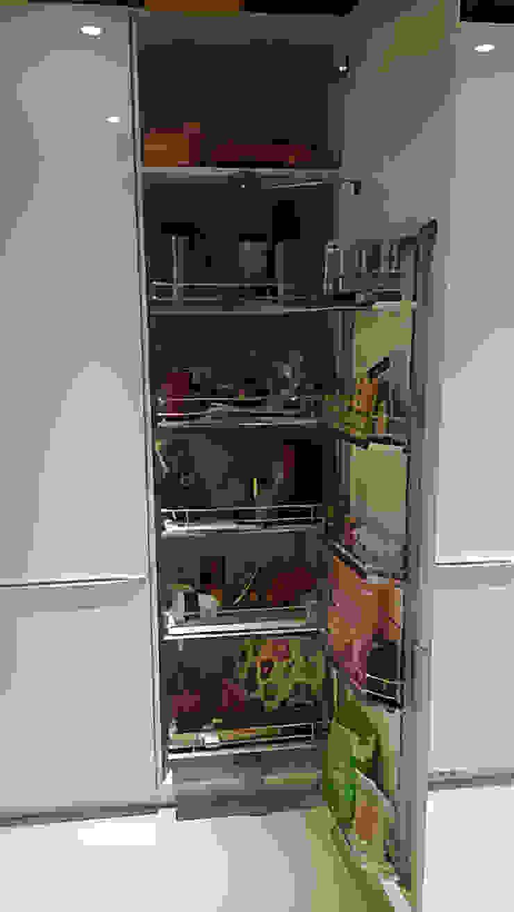 緩衝半邊怪物五金 現代廚房設計點子、靈感&圖片 根據 微.櫥設計/We.Design Kitchen 現代風