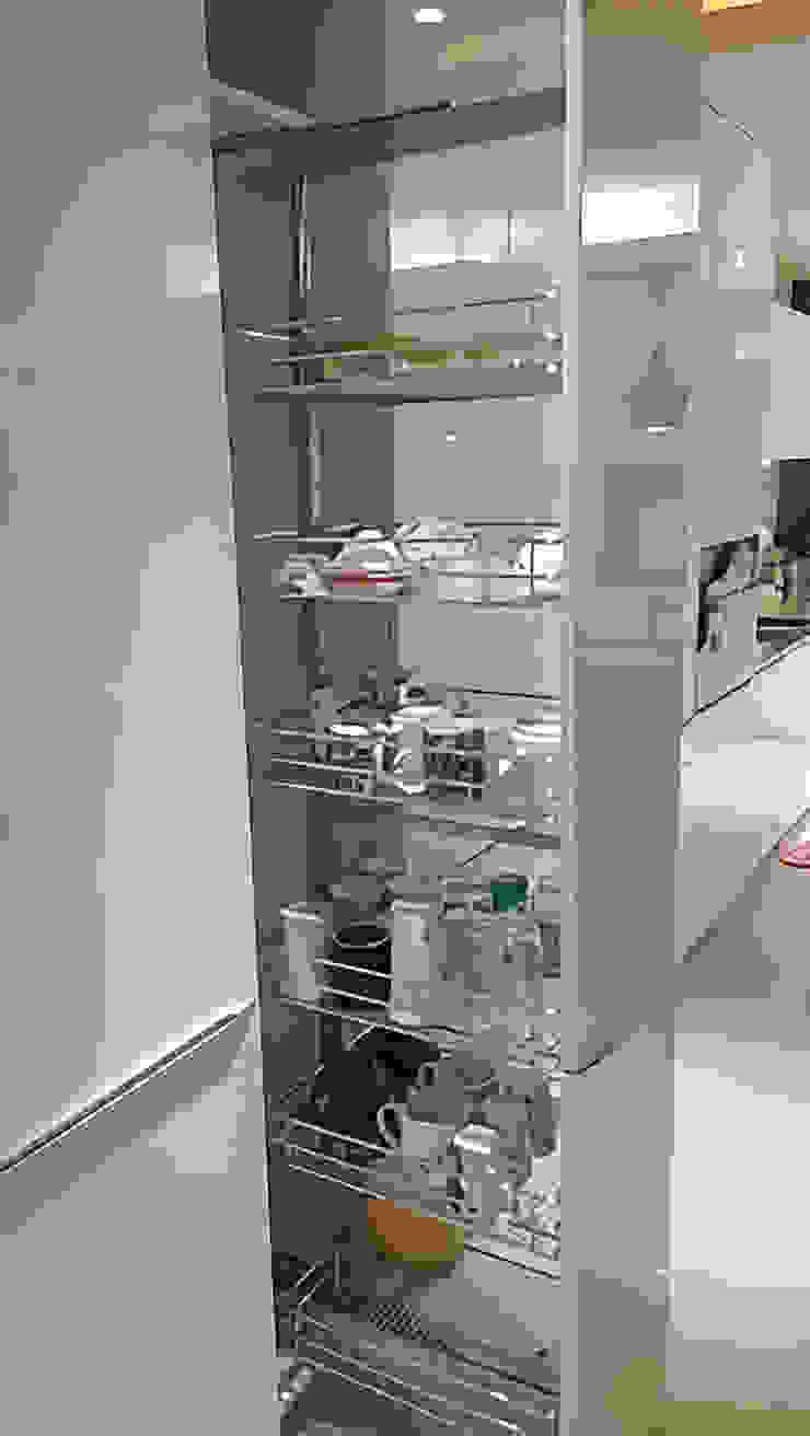 緩衝高身拉籃五金 現代廚房設計點子、靈感&圖片 根據 微.櫥設計/We.Design Kitchen 現代風