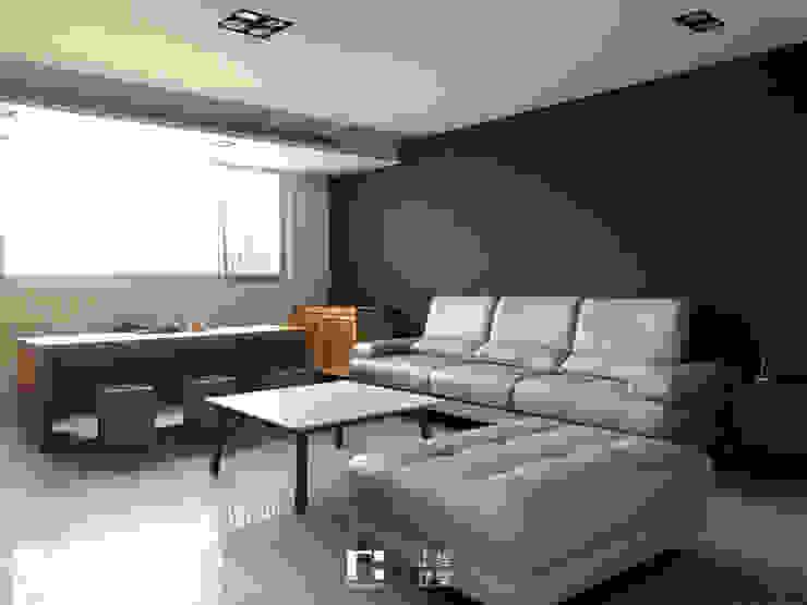 Minimalistyczny salon od 上埕建築 Minimalistyczny