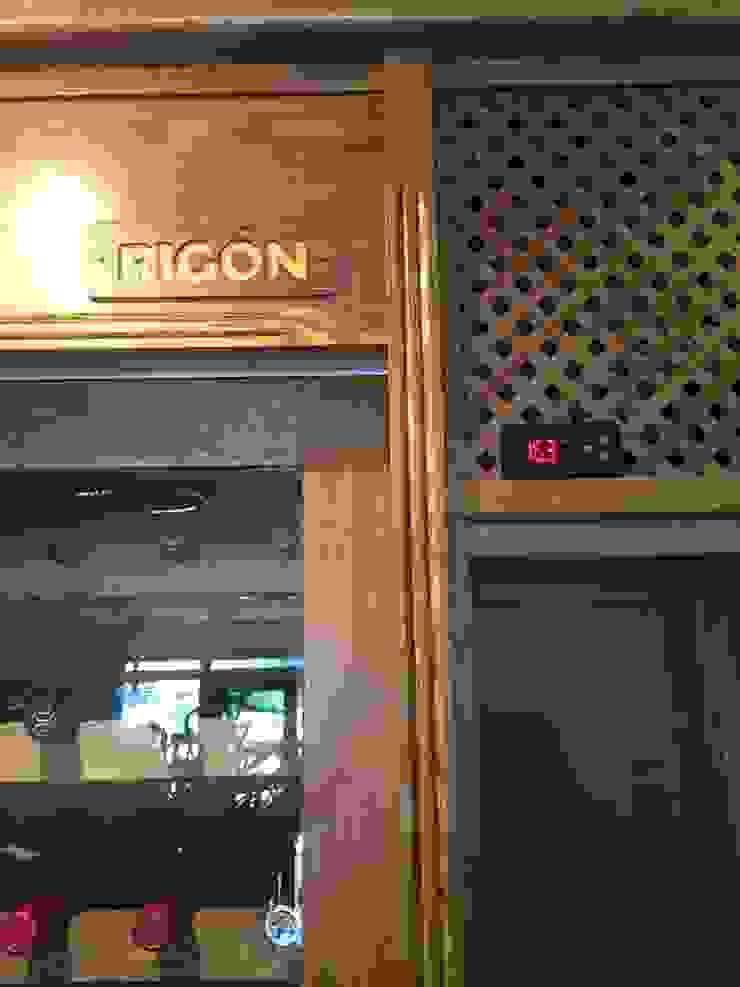 ESTRUCTURAS DE MADERAS RIGÓN, S.L. Dining roomWine racks Parket Wood effect