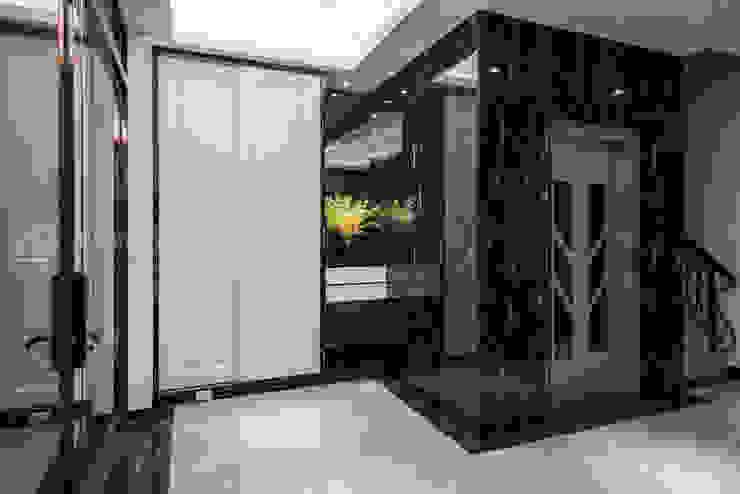 住盛不動產/天鑽V-文成儷景 現代風玄關、走廊與階梯 根據 SING萬寶隆空間設計 現代風