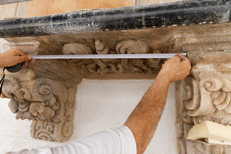 Bonus facciate 2020 - Balconi, cornicioni e portali in pietra e marmo di CusenzaMarmi Classico