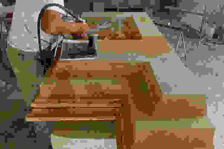 Bonus facciate 2020 - Balconi, cornicioni e portali in pietra e marmo Bagno in stile classico di CusenzaMarmi Classico