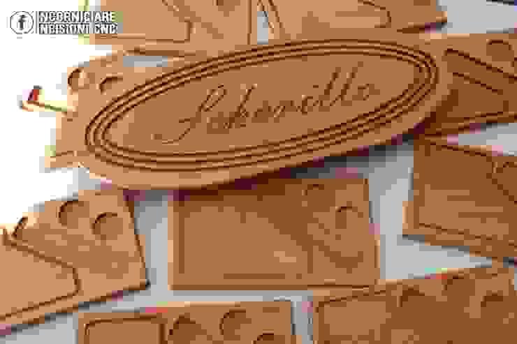 Taglieri in legno personalizzati di INCORNICIARE Rustico Legno massello Variopinto