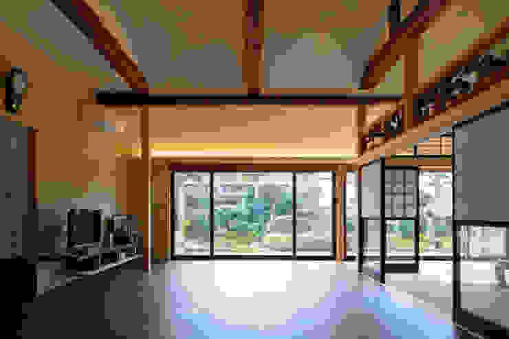 梶浦博昭環境建築設計事務所 Ruang Keluarga Gaya Asia