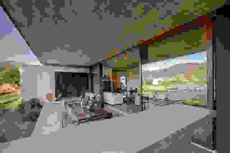 Terraza - Hormigón a la Vista - Cristales - Transparencia Balcones y terrazas mediterráneos de JPV Arquitecto Mediterráneo