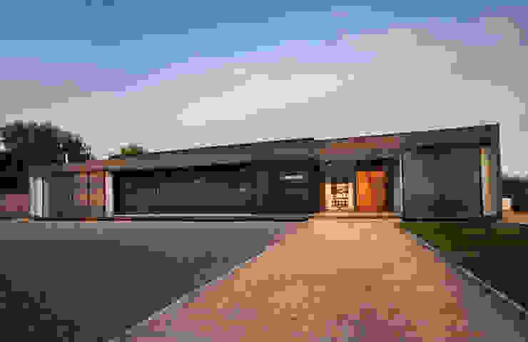 Acceso Casas de estilo minimalista de JPV Arquitecto Minimalista