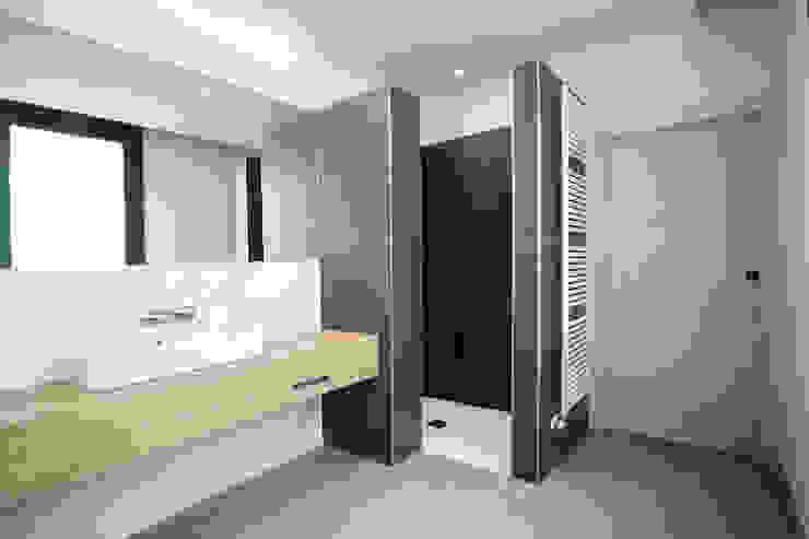 Wiejska łazienka od Rafael Hernáez Loza AITEC Proyectos Wiejski