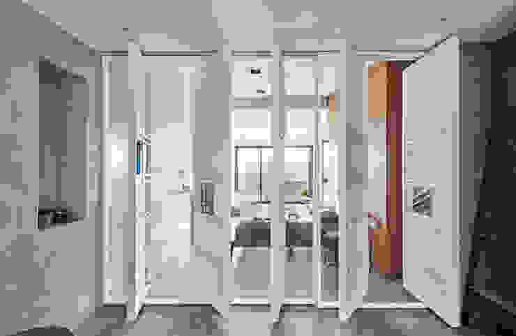新.舊厝 現代浴室設計點子、靈感&圖片 根據 雨後設計有限公司 現代風