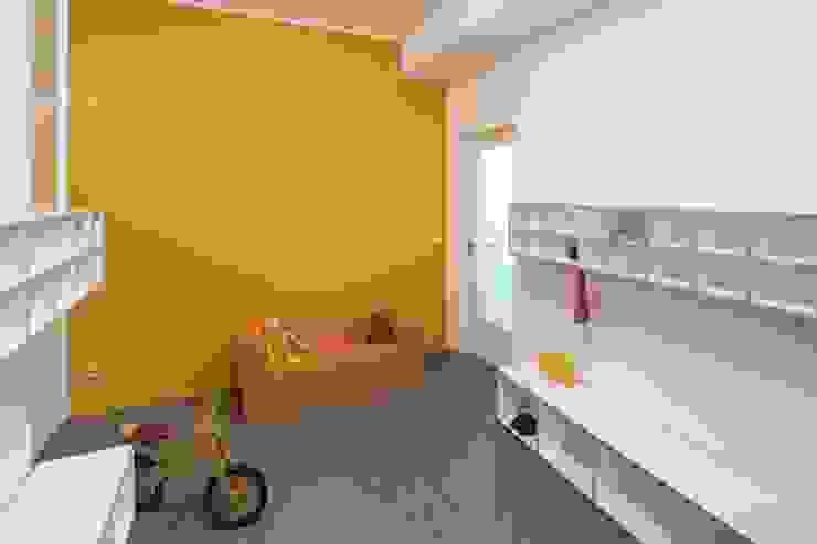 GARDEROBE _WERKSTATT FÜR UNBESCHAFFBARES - Innenarchitektur aus Berlin Moderne Schulen