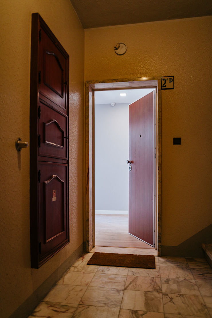 Remodelação de um apartamento T3 - Quinta da Bicuda, Cascais por Cubo Três D