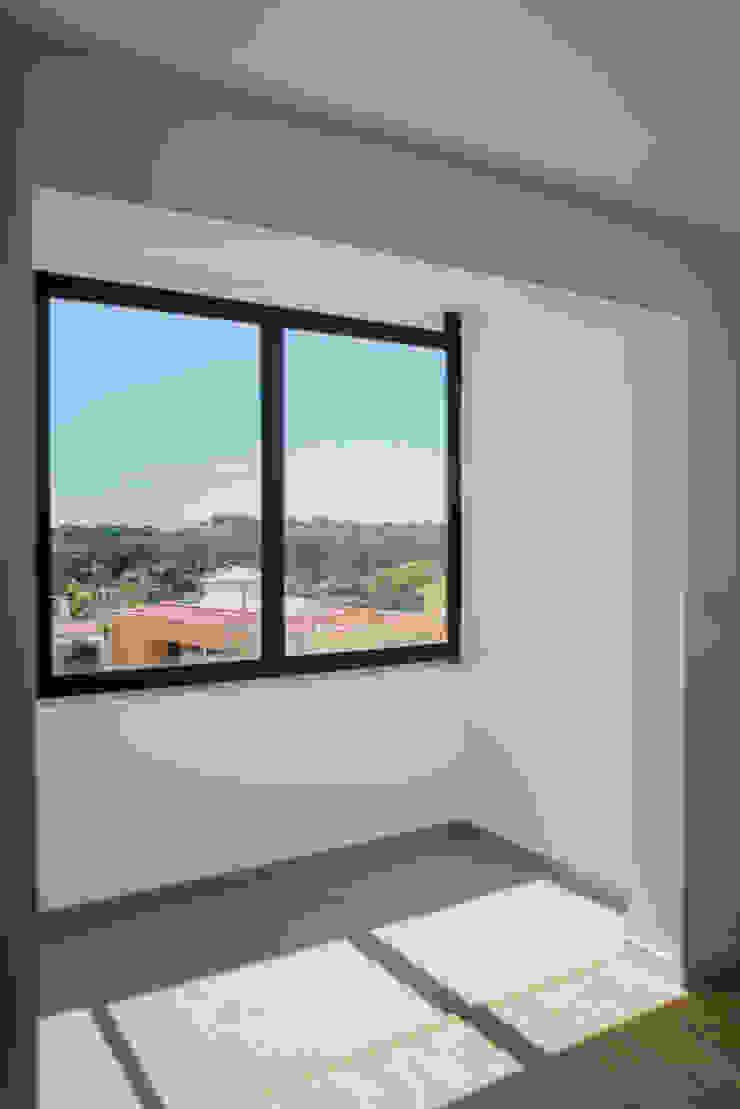 Remodelação de um apartamento T3 – Quinta da Bicuda, Cascais por Cubo Três D