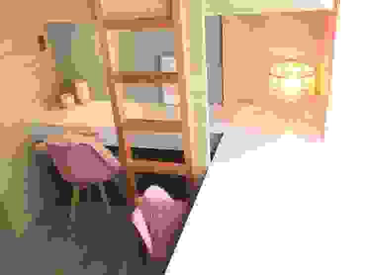 The Pink Dorm CIANO DESIGN CONCEPTS Small bedroom Grey
