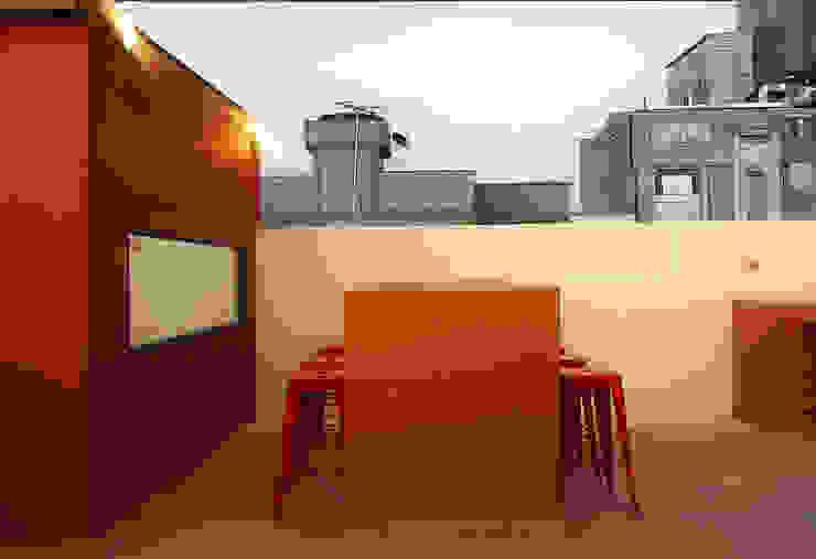 Comedor tipo barra Balcones y terrazas de estilo rústico de TikTAK ARQUITECTOS Rústico Concreto