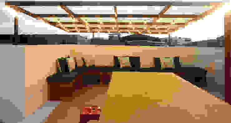 Sala estar terraza TikTAK ARQUITECTOS Salas de estilo rústico Concreto Amarillo