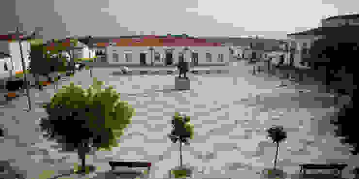 Vista geral da Praça Jardins minimalistas por JCP + CM Arquitectos Minimalista