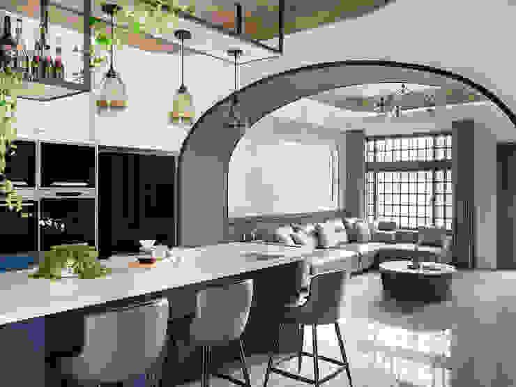 漢玥室內設計 Sala da pranzoScaffali per il vino Effetto legno