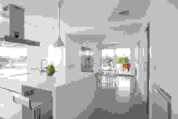 Reforma de cocina. Cocinas de estilo minimalista de Barreres del Mundo Architects. Arquitectos e interioristas en Valencia. Minimalista
