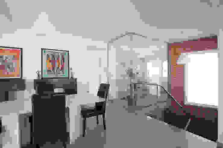 Reforma de salón y escalera. Salones de estilo moderno de Barreres del Mundo Architects. Arquitectos e interioristas en Valencia. Moderno