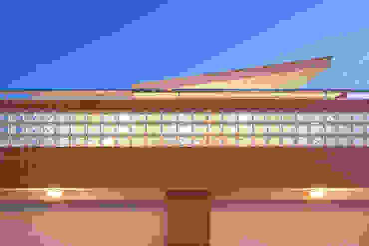 Detalle rehabilitación de fachada. de Barreres del Mundo Architects. Arquitectos e interioristas en Valencia. Moderno