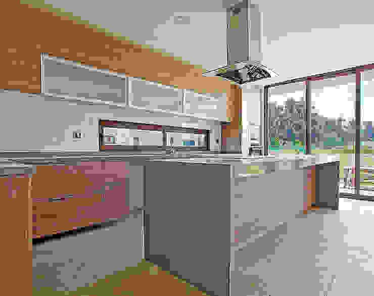 Martin Rojas Arquitectos Asoc. ห้องครัวที่เก็บของ