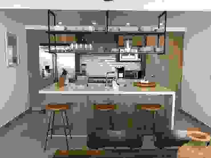 Open kitchen Modern Kitchen by DE LEON PRO Modern
